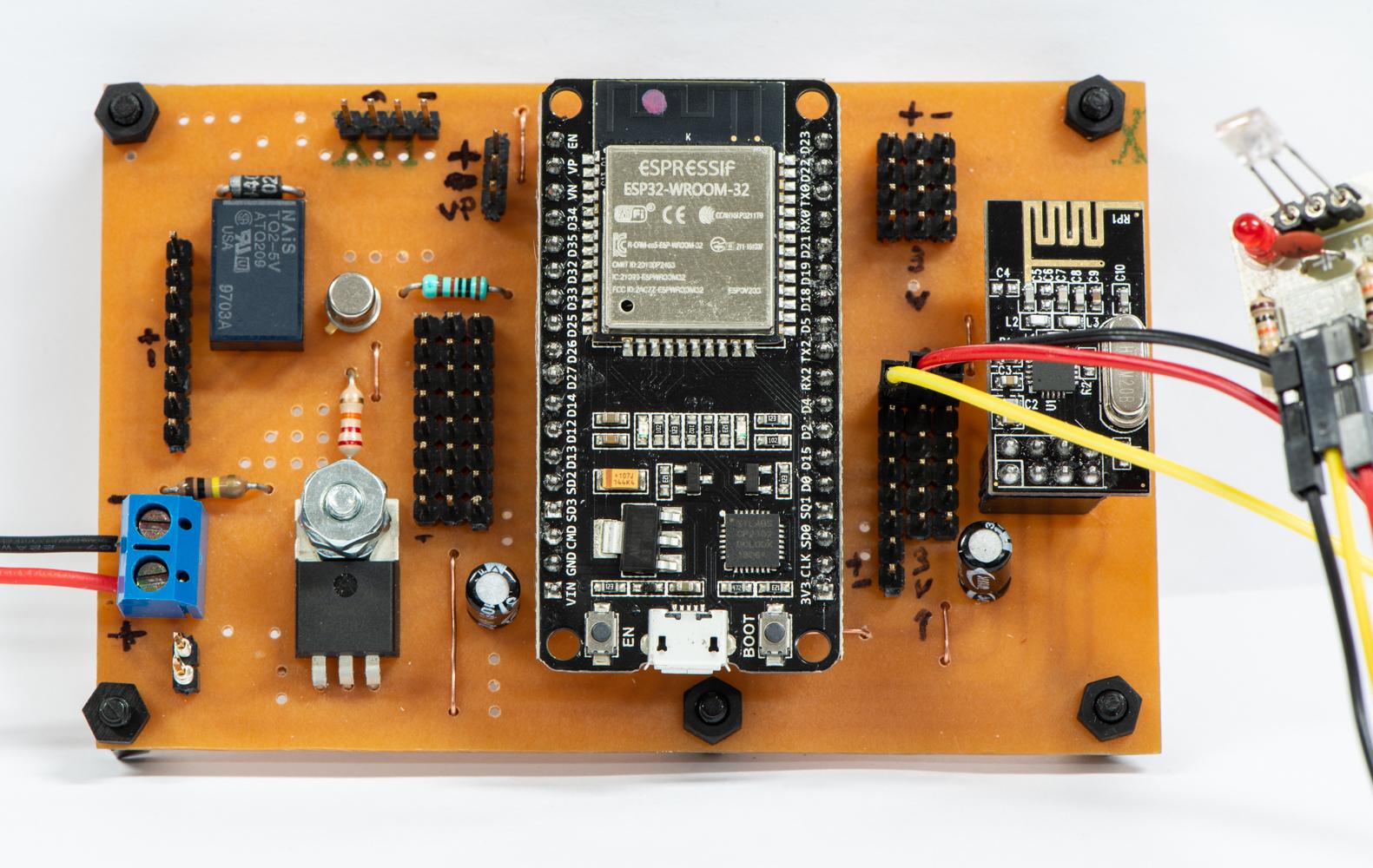 Contrôleur multifonctionnel élaboré autour du ESP32 DEVKIT V1 DOIT